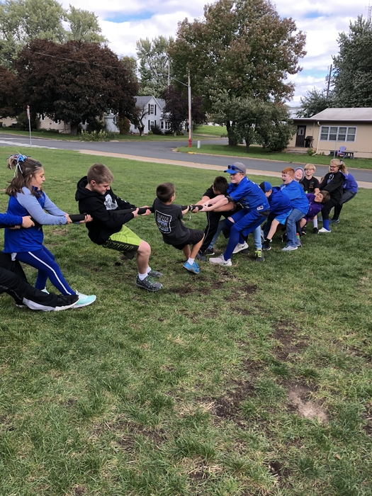 6th graders learning science though tug of war